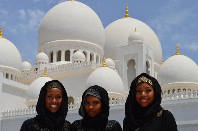 learning to love other women building sisterhood